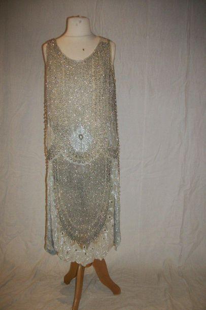Robe Charleston, circa 1920, gaze grise brodée...