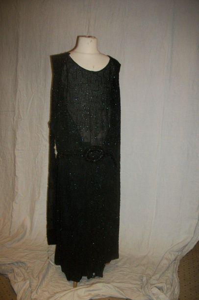 Robe, circa 1930, organza noir brodé en perles...