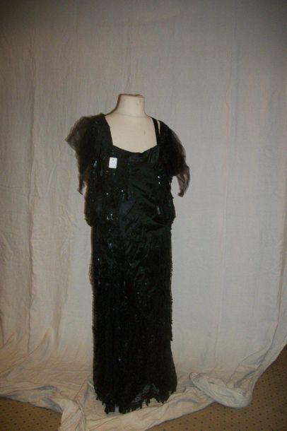 Robe, circa 1930, tulle noir brodé de paillerons,...