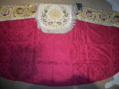 Chape, vers 1800, damas rouge, décor d'un...