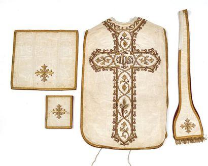 Ensemble liturgique (chasuble, étole, bourse...