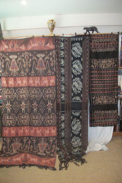 Trois sarong en ikat Tsumba, Indonésie, Îles...