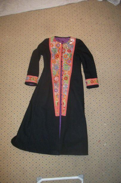 Manteau en drap de laine noir, col, plastron...