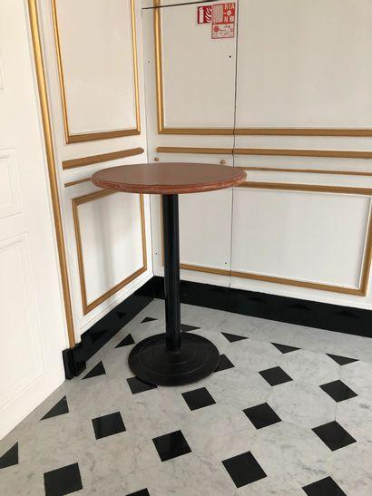 4 tables hautes en bois, piètement métal...