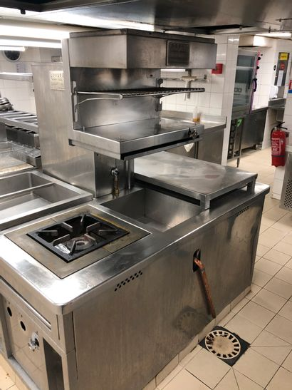 LARGE KITCHEN RORGUE, cooking island with...