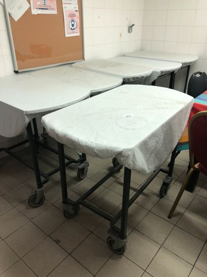 7 tables roulantes