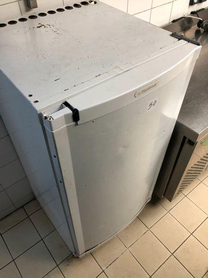 Small freezer VESTFROST. Dimensions: H: 123,...