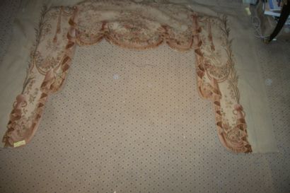 Trois cantonnières en tapisserie, laine...