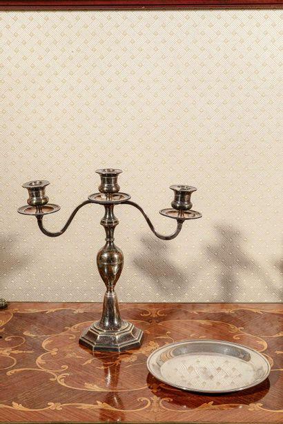 Lot composé d'un chandelier à 3 bras de lumière...