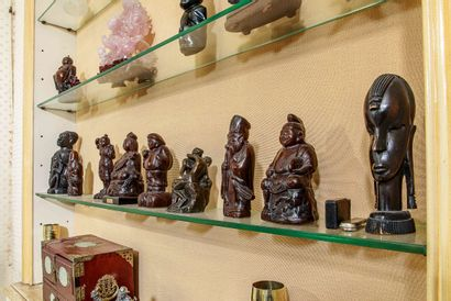 Réunion de sculptures en bois dans l'esprit...