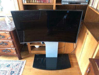 SAMSUNG, télévision 4K à écran incurvé sur...