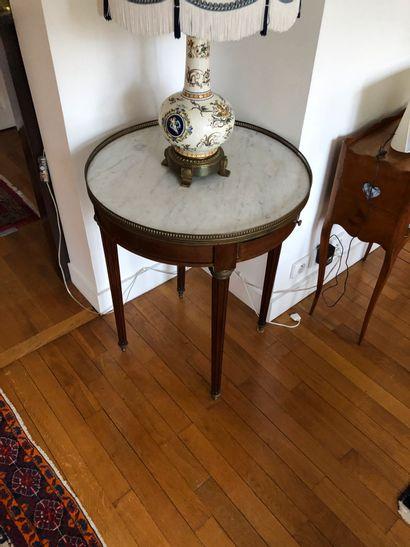 Table bouillotte en bois de placage, un tiroir...