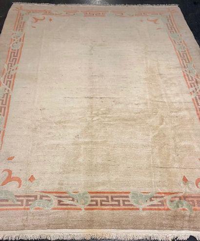 Important tapis Nepal (Asie du Sud, situé...