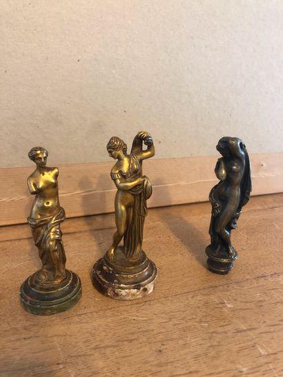 Réunion de 2 sculptures et 1 cachet