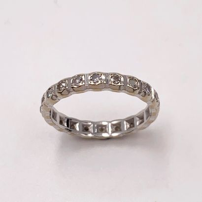 ALLIANCE en or gris (750‰) serti de 19 diamants...