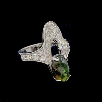 BULGARI  BAGUE en or gris (750‰) ajouré, pavé de diamant taille brillant dont un...