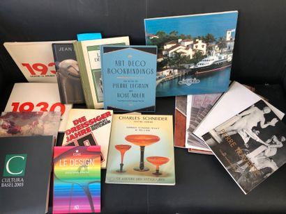 Réunion de livres comprenant  Le Design,...