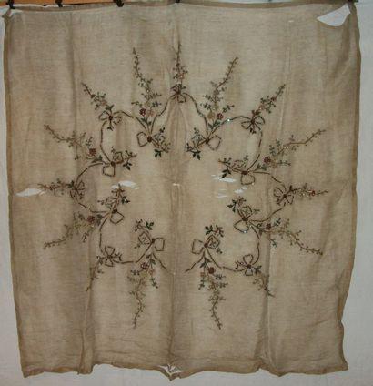 Carré, vers 1900, gaze brodée en fil chenille,...