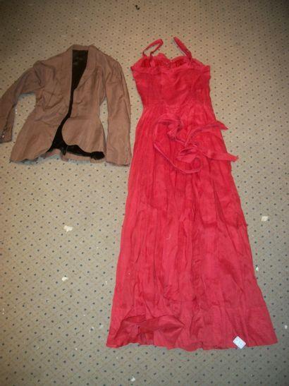 Robe en organza rouge, circa 1970, veste...