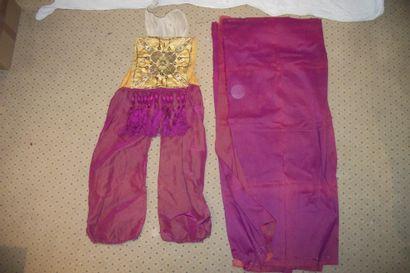 Costume orientaliste, pantalon en reps rouge,...