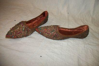 Paire de chaussures, Pakistan, cuir couvert...