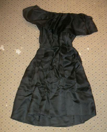 Robe noire griffée Martha New York, circa...
