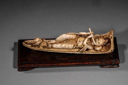 Sculpture en ivoire sculpté représentant...