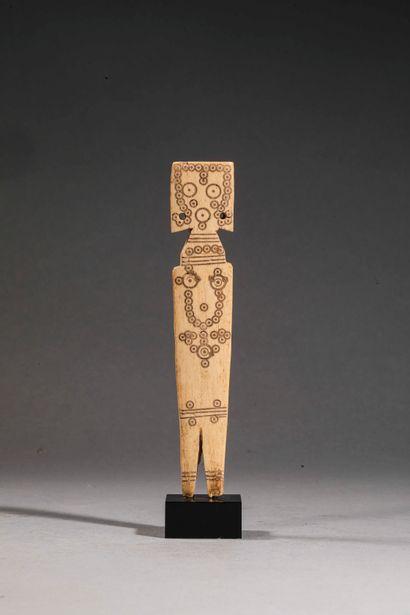 Statuette anthropomorphe (jouet ?) à décor...
