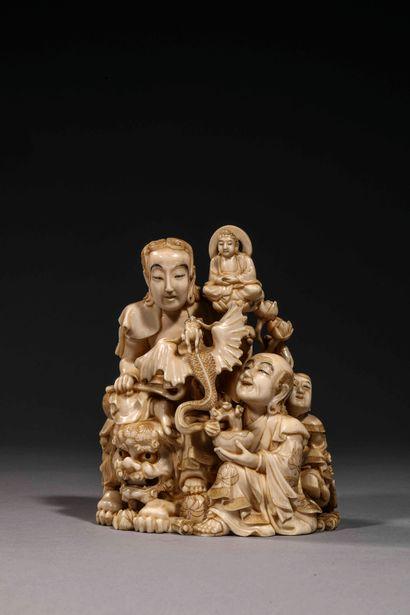 Important Okimono en ivoire sculpté à décor...