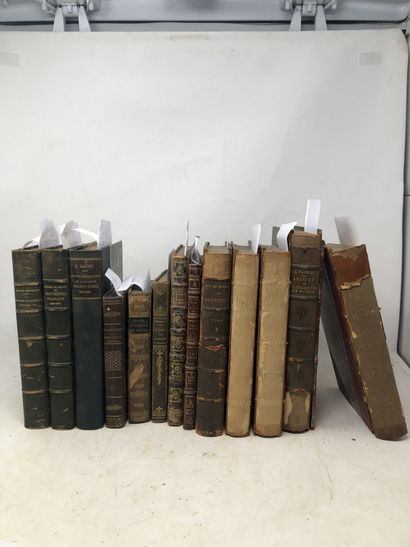 Lots de livres reliés et brochés dont:  -...