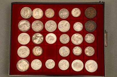 Lot de 184 monnaies françaises et étrangères...
