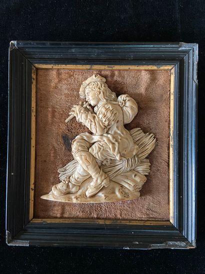 Bas-relief en ivoire finement sculpté représentant...