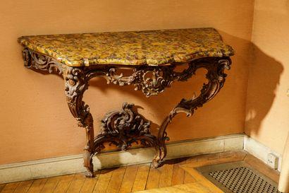 Console de forme chantournée en bois sculpté...