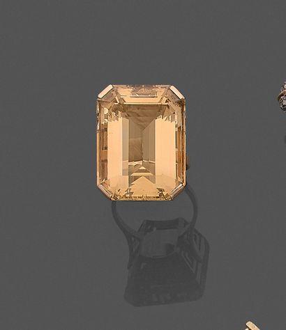 *Importante BAGUE en or jaune (750) ajouré...
