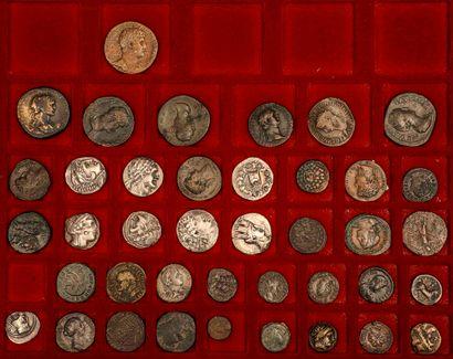 Lot de 42 monnaies antiques grecques, romaines...