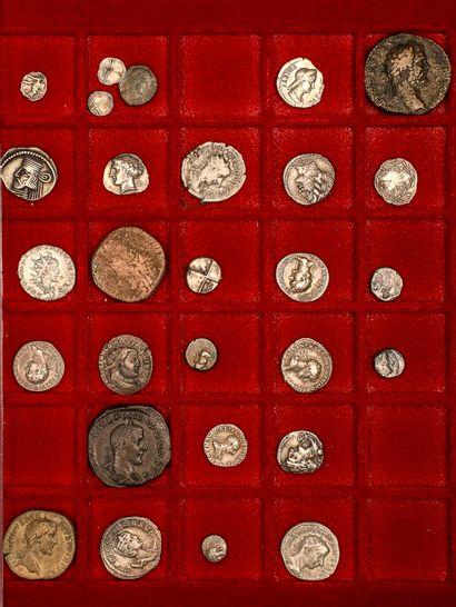 Lot de 24 monnaies divisionnaires grecques...