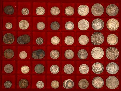 Lot de 56 monnaies divisionnaires royales françaises en argent et cuivre de Louis...