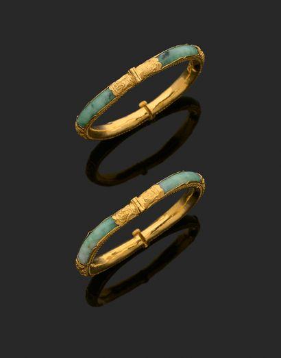 Paire de bracelets en jade ou jadéite et...