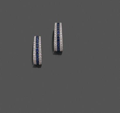 Paire de BOUCLES d'OREILLES en or gris (750%)...