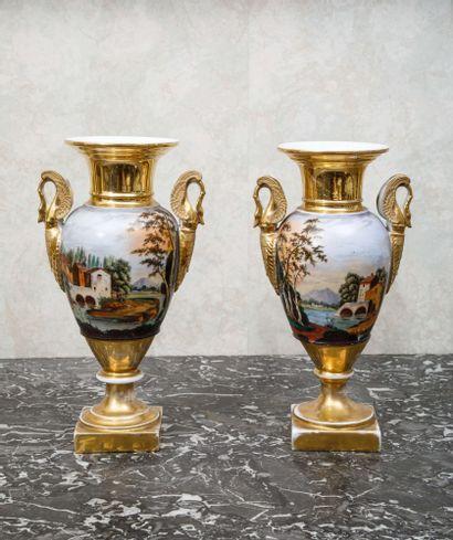 PARIS :  Paire de vases balustres en porcelaine...