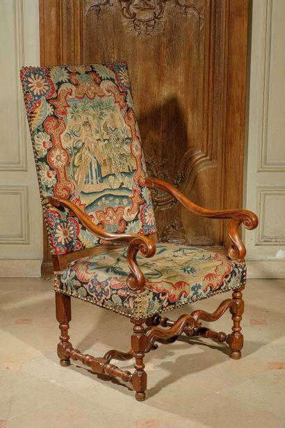 Paire de grands fauteuils à dossier plat...