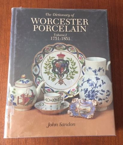 WORCESTER PORCELAIN IN THE ASHMOLEAN MUSEUM....