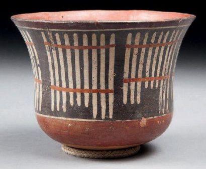 Vase à décor de bambous. Terre cuite polychrome....