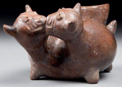 Vase à offrande modelé de deux chiens amoureux,...
