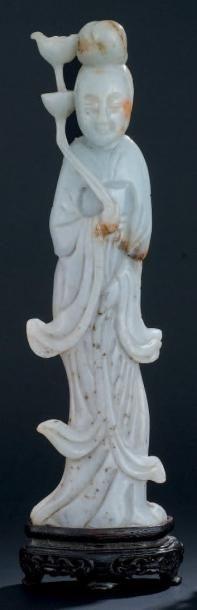 JEUNE FEMME à la fleur en jade H: 19,5 c...