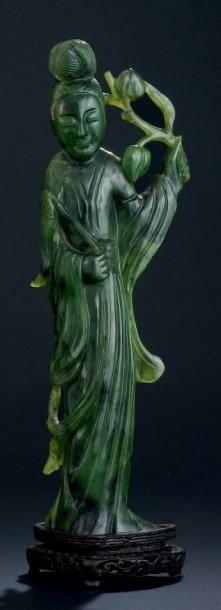 JEUNE FEMME en jade H:14 cm