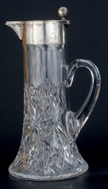 IMPORTANTE AIGUIÈRE en cristal à décor en...