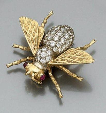 BROCHE «mouche» en or jaune et or gris (750...