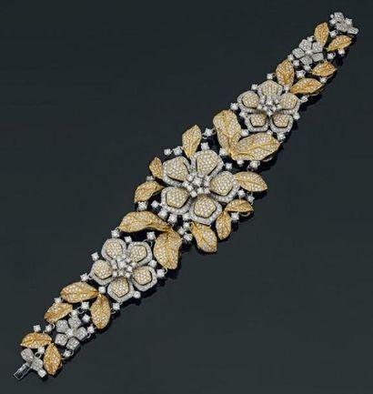 IMPORTANT ET LARGE BRACELET «fleurs» en or...