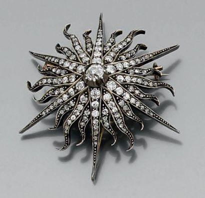 BROCHE «étoile» en argent serti de diamants taille ancienne et taillés en rose....